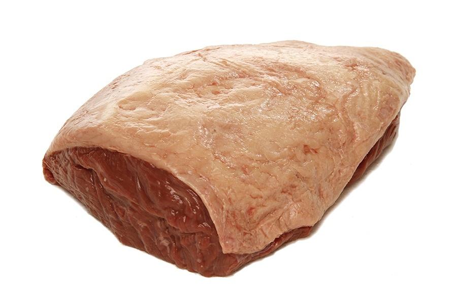 A peça de carne é retirada do músculo da anca do boi. como esse músculo é pouco exercitado durante a movimentação do animal, ele permanece macio. cada boi produz apenas duas picanhas, que pesam entre