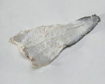 Carne firme, não desmancha com facilidade . É o menor entre os peixes tipo bacalhau. Ideal para caldos, pirões e bolinhos. Pode ser desfiado.